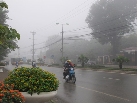 Không khí lạnh tăng cường yếu gây mưa