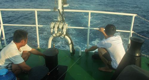 Việt Nam Xanh - Theo chân người câu cá đêm trên vùng biển Trường Sa (Hình 2).
