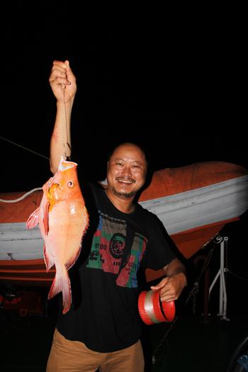 Việt Nam Xanh - Theo chân người câu cá đêm trên vùng biển Trường Sa (Hình 7).