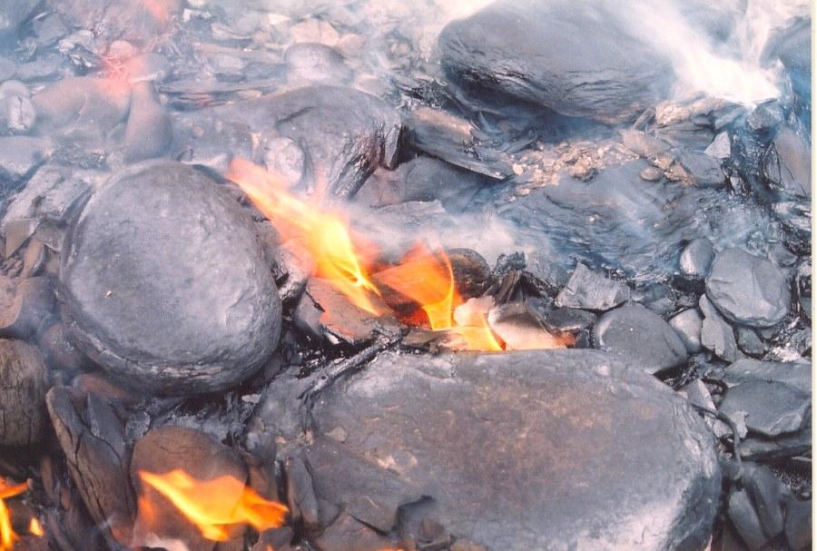 Image result for ảnh dầu đá phiến