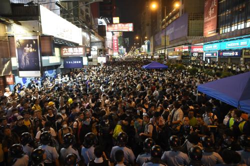 Hong Kong huy động 28.000 cảnh sát đối phó với người biểu tình