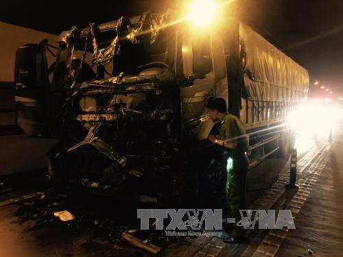 Xe tải cháy đen trong hầm đường bộ Hải Vân - ảnh 1