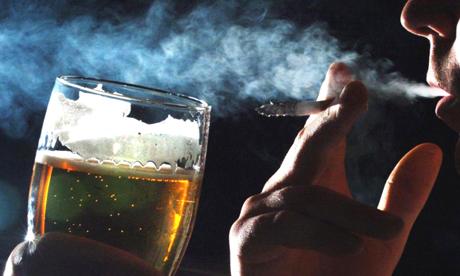 Kết quả hình ảnh cho thuốc là và bia rượu.
