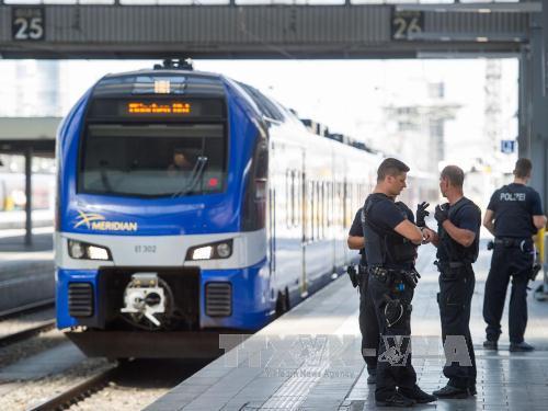 Cảnh sát điều tra tại hiện trường vụ đâm dao. Ảnh: Getty Images/TTXVN