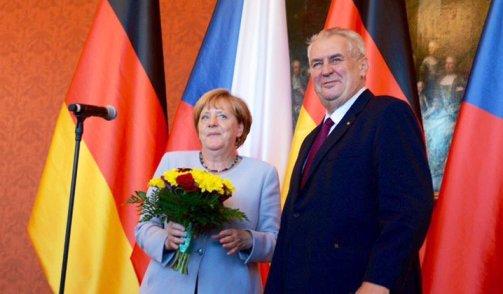 Thủ tướng Angela Merkel hội kiến với Tổng thống Milos Zeman. Ảnh: ihned.cz