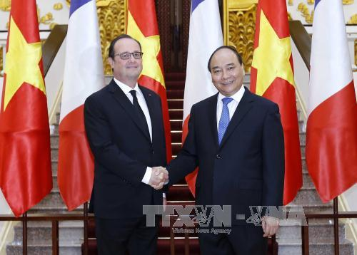 Thủ tướng Nguyễn Xuân Phúc hội kiến Tổng thống Pháp - Ảnh 1