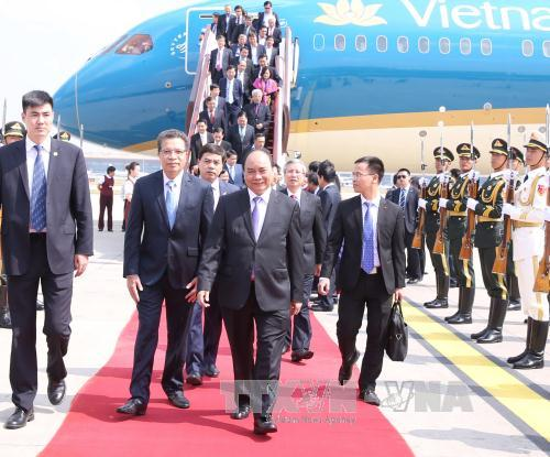Thủ tướng tới Bắc Kinh, bắt đầu thăm chính thức Trung Quốc - Ảnh 1