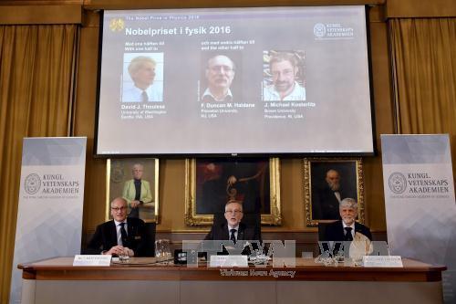Giải Nobel Vật Lý 2016 thuộc về người Anh
