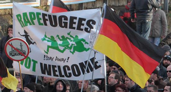 Người dân Đức tập trung biểu tình phản đối chấp nhận người tị nạn.