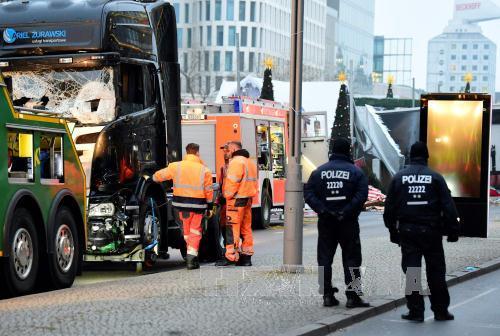 Cảnh sát phong tỏa hiện trường vụ đâm xe tải. Ảnh: AFP/TTXVN