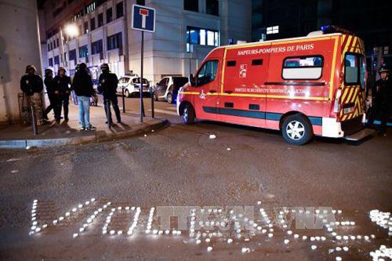 Cảnh sát triển khai để giải tán đám đông biểu tình tại Paris, Pháp, ngày 27/3. Ảnh:THX/TTXVN