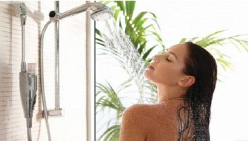 Có nên vừa tắm vừa bật bình nóng lạnh?
