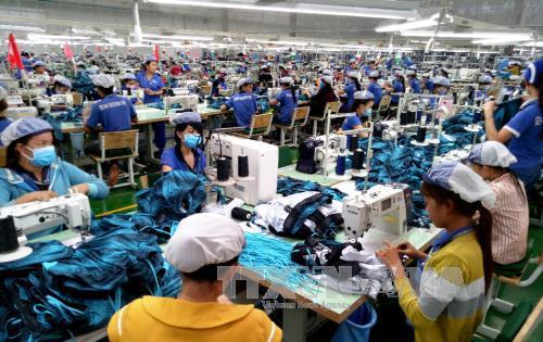 cong nhan cong ty may mac new apparel, khu cong nghiep bac dong phu, tinh binh phuoc san xuat hang may mac xuat khau. anh: duong chi tuong/ttxvn.