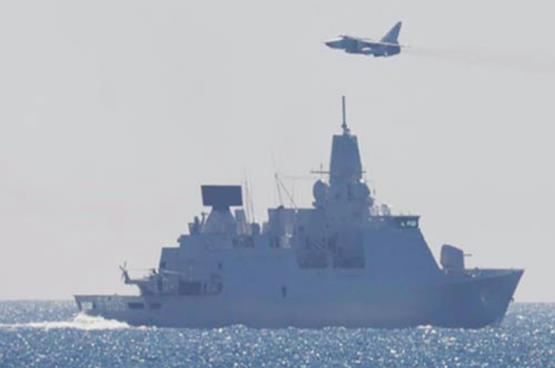 Vừa bay sát sạt máy bay Mỹ, chiến đấu cơ Nga lại vọt qua tàu chiến Hà Lan