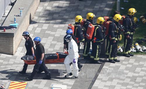 Chưa thể lục soát toàn bộ tòa nhà 27 tầng để tìm nạn nhân vụ cháy ở London - Ảnh 1