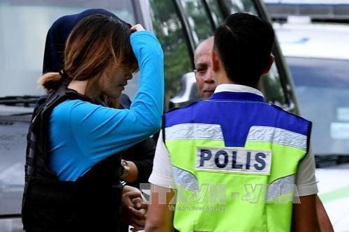 Nghi phạm Đoàn Thị Hương được áp giải tới tòa án ở Sepang, Malaysia ngày 30/5. Ảnh: AFP/TTXVN