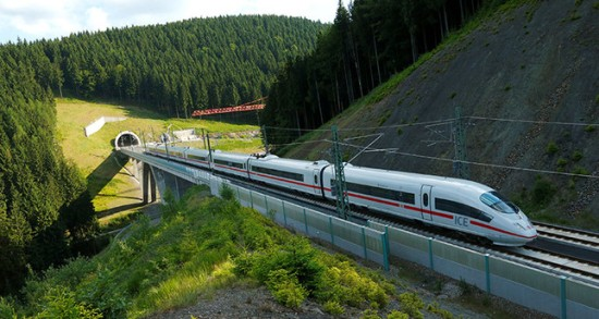 Hệ thống tín hiệu đường sắt tại nhiều thành phố của Đức bị phá hoại