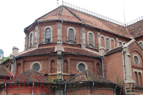 Nhiều hạng mục của nhà thờ Đức bà đã bị xuống cấp trầm trọng.