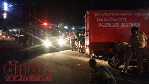 Va chạm liên hoàn giữa xe tải và hai xe máy, một người trọng thương