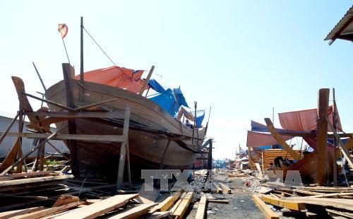 Đóng tàu cá cho ngư dân tại khu công nghiệp âu thuyền Thọ Quang, quận Sơn Trà, Đà Nẵng.