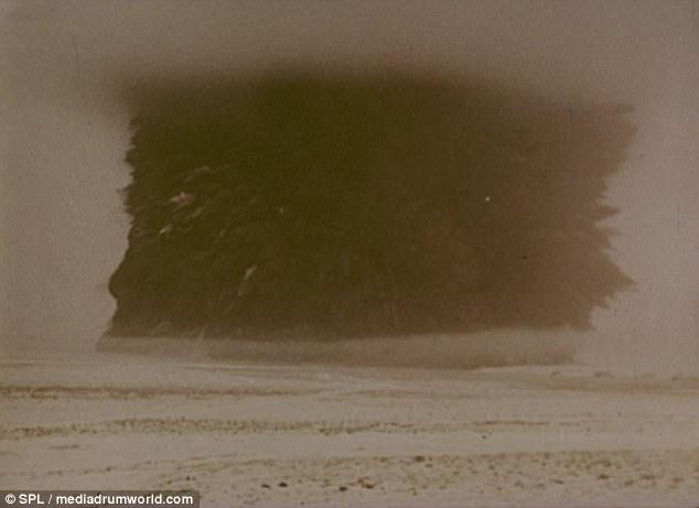 Cận cảnh người Nga dùng bom hạt nhân khoét hồ chứa nước - Ảnh 1.