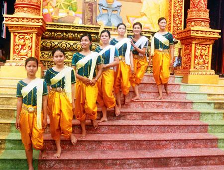Kết quả hình ảnh cho Trang phục truyền thống của nam dân tộc chăm