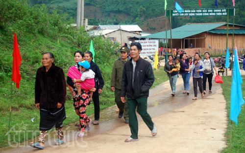 Trước đó, tại nhiều nơi trong cả nước, hoạt động bầu cử sớm đã diễn ra. Ngày 21/5, đồng bào các dân tộc xã Đăk Nhoong, huyện Đăk Glei, tỉnh Kon Tum đã nô nức tới 7 điểm bỏ phiếu để thực hiện quyền bầu cử.