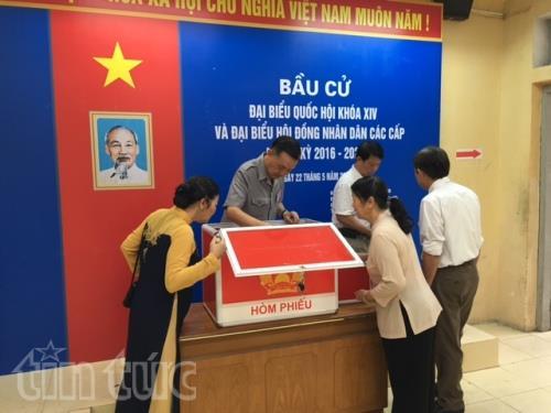 Công tác chuẩn bị cũng hoàn tất tại khu vực bỏ phiếu Cống Vị, Đội Cấn (Hà Nội).