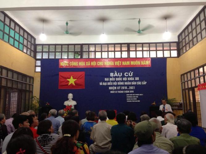 Tại điểm bỏ phiếu số 1 phường Kim Mã, quận Ba Đình (Hà Nội), các cử tri đã bắt đầu bỏ phiếu. Đây là khu vực nơi Tổng bí thư Nguyễn Phú Trọng ứng cử.