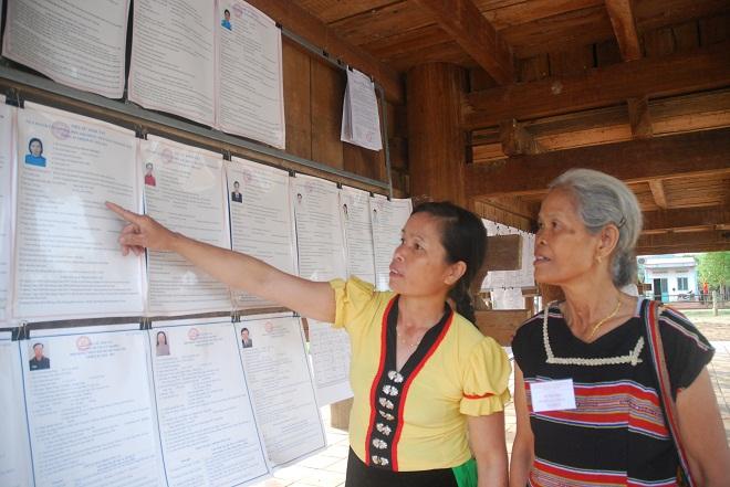 Phóng viên Viết Tôn từ Bờ Y cho biết tại khu vực bỏ phiếu số 6, xã Bờ Y, huyện Ngọc Hồi, tỉnh Kon Tum, đồng bào các dân tộc trong xã đã đến điểm bỏ phiếu. Tại khu vực này có hơn 500 cử tri là người đồng bào dân tộc Kinh, Tày, Nùng, K.Dong, Bờ Râu.