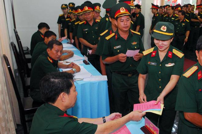 Cử tri quân nhân tại Quân khu 7 (TP.HCM) nô nức đi bỏ phiếu.