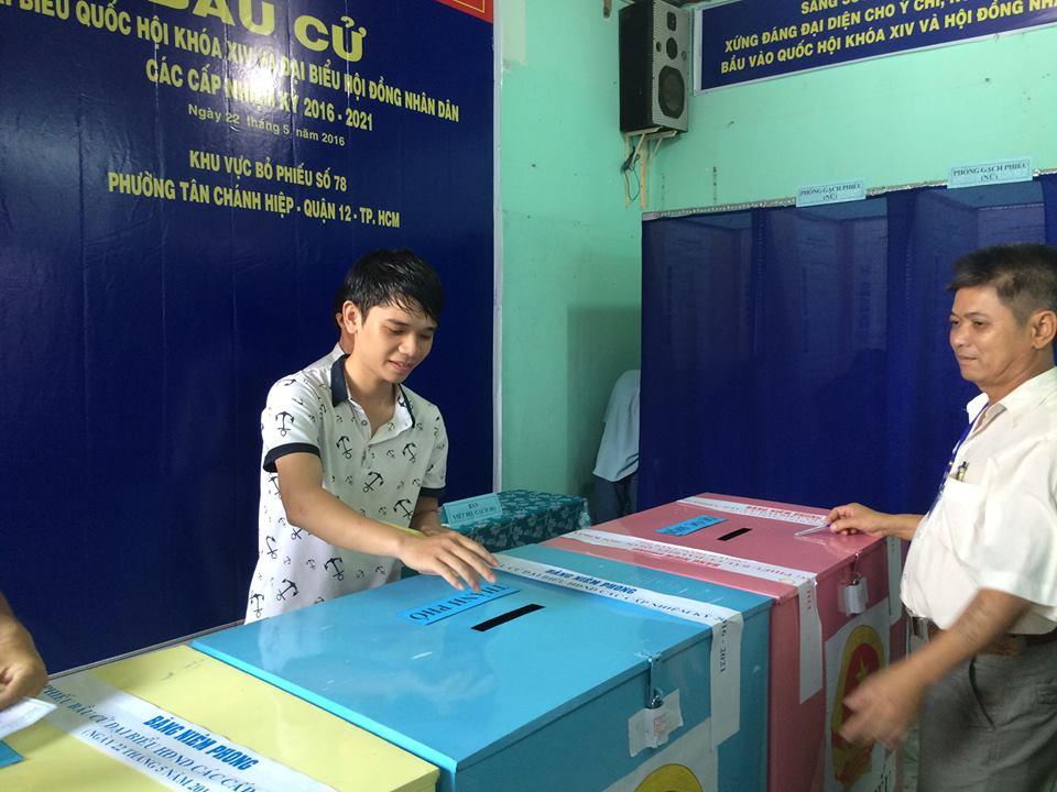Sinh viên Phạm Văn Tú trường Cao đẳng Giao thông vận tải TP Hồ Chí Minh được chủ nhà trọ đăng kí bầu cử  tại phường Tân Chánh Hiệp, quận 12, lần đầu tiên đi bỏ phiếu chia sẻ: