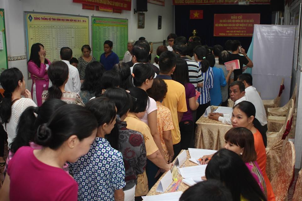 Sáng nay, đông đảo người dân người Hoa và người Chăm khu vực quận 5 đã đến điểm bỏ phiếu số 75, phường 11, quận 5, Thành phố Hồ Chí Minh.
