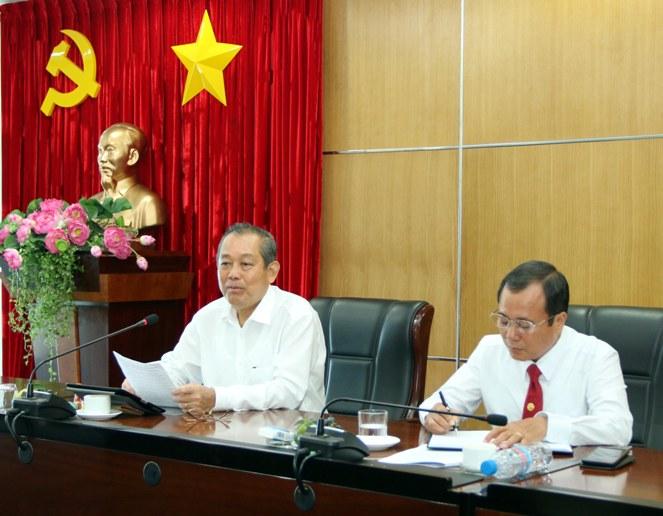 Phó Thủ tướng Trương Hòa Bình kiểm tra công tác bầu cử tại Bình Dương.