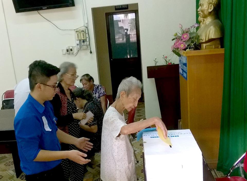 13 giờ 45 phút ngày 22/5, thùng phiếu di động đã được mang đến Trung tâm dưỡng lão Thị Nghè, đường Xô Viết Nghệ Tĩnh, quận Bình Thạnh, Thành phố Hồ Chí Minh để cử tri ở đây thực hiện quyền công dân của mình.