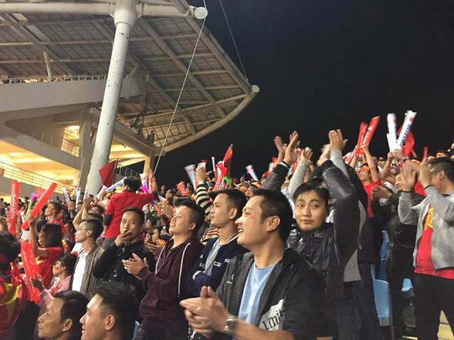 Đang xuất hiện sự lúng túng ở hàng phòng ngự của đội tuyển Indonesia. Đội tuyển Việt Nam liên tục có những pha ép sân đối phương trong tiếng cổ động nhiệt tình của khán giả nhà.