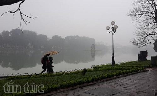 Miền Bắc, miền Trung đón Tết Dương lịch trong mưa rét