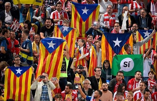 Sân Nou Camp có thể bị đóng cửa nếu cổ động viên Barca 'nói bậy' - ảnh 1