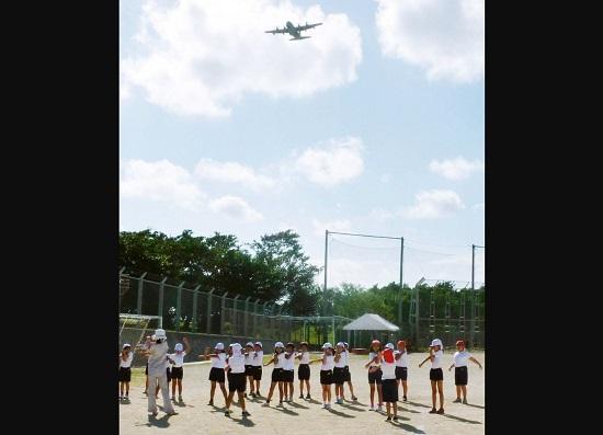Dân Nhật Bản kinh hãi khi máy bay quân sự Mỹ đánh rơi… cửa sổ