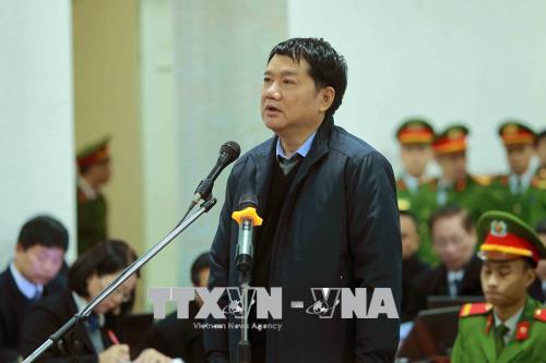 Bị cáo Đinh La Thăng trả lời các câu hỏi của Hội đồng xét xử. Ảnh: An Đăng/TTXVN