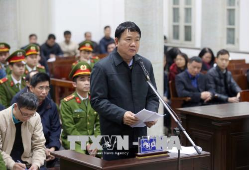 Bị cáo Đinh La Thăng tự bào chữa cho mình. Ảnh: Doãn Tấn/TTXVN