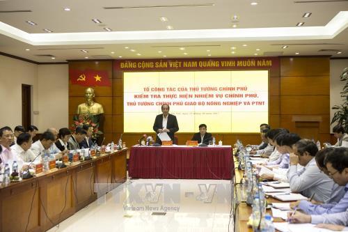 Tổ công tác của Thủ tướng Chính phủ làm việc với Bộ Nông nghiệp và Phát triển nông thôn hồi tháng 10/2017. Ảnh: Hoàng Hùng/TTXVN