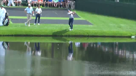 Cú đánh bóng nảy trên nước tới 4 lần trước khi bay lên cỏ kỳ ảo nhất lịch sử giải TheMasters