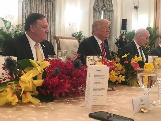 Tổng thống Trump được mừng sinh nhật trong bữa trưa với Thủ tướng Singapore