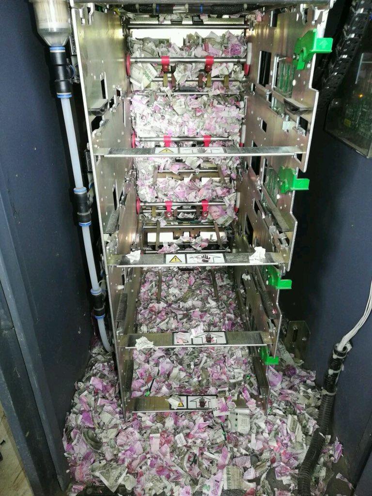Chuột làm tổ trong máy ATM, cắn nát hơn 17 nghìn USD 1