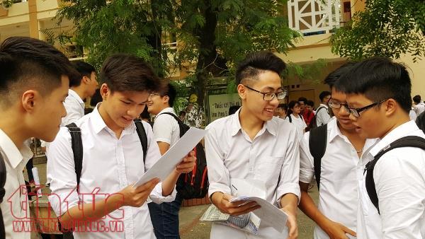 Nhiều thắc mắc của học sinh về bài thi sẽ được giải đáp bằng đáp án chính thức của từng môn thi. Ảnh: L.S