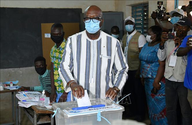 Burkina Faso: Ông Roch Kabore tái đắc cử Tổng thống