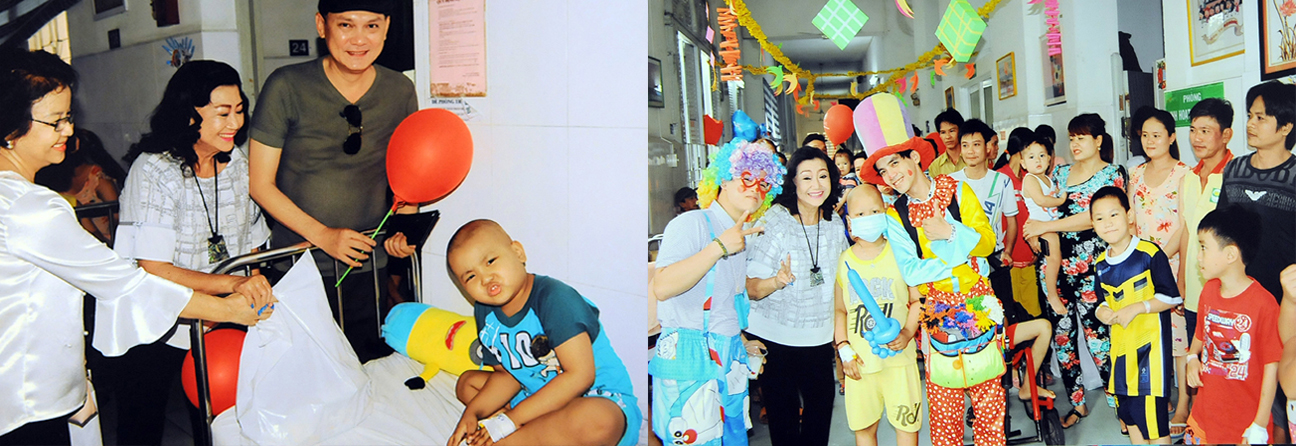 Nghệ sĩ Kim Cương trao quà từ thiện cho các em nhỏ.