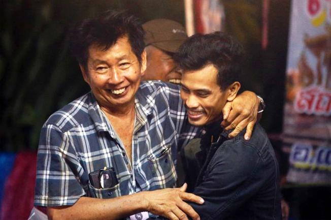 Người thân vui mừng khi biết tin các em còn sống. Ảnh: Straitstimes