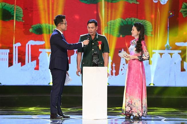 Thầy Trần Bình Phục được nhận tấm gương điển hình tiên tiến toàn quốc năm 2018.
